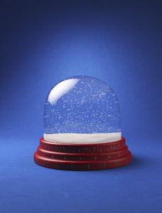 Snow in empty snow globe