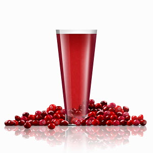 Fresh cranberries and glass of cranberry juice