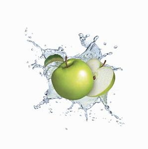 Water splashing around green apples