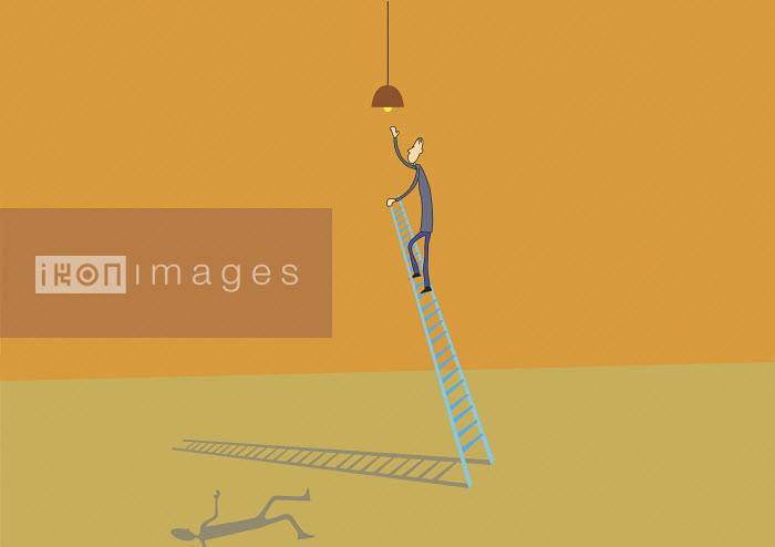 Man climbing ladder to change light bulb - Man climbing ladder to change light bulb - Oscar Armelles
