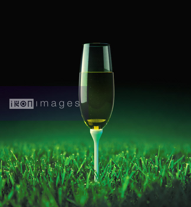 Champagne on golf tee in grass - Champagne on golf tee in grass - Justin Metz