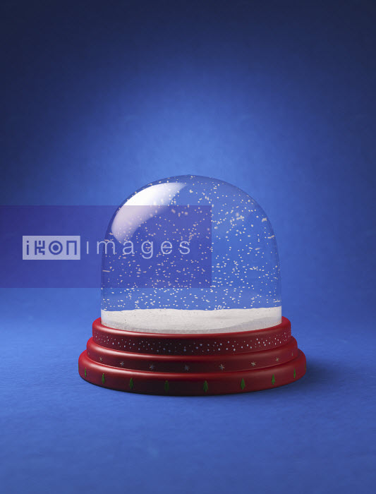 Snow in empty snow globe - Snow in empty snow globe - Justin Metz
