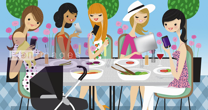 Glamorous women friends using cell phones and mobile technology ignoring lunch together - Glamorous women friends using cell phones and mobile technology ignoring lunch together - Nila Aye
