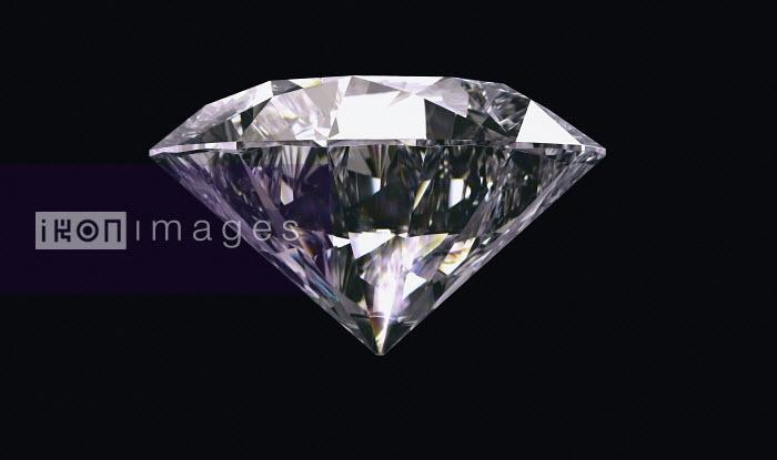 Single diamond on black background - Single diamond on black background - Ian Cuming