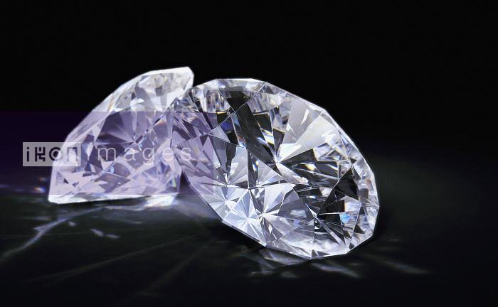 Two diamonds on black background - Two diamonds on black background - Ian Cuming