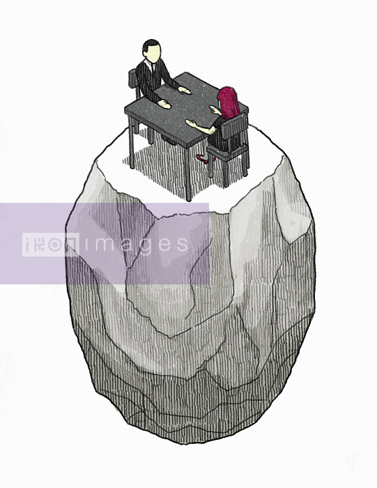 Man and woman sitting face to face at table isolated on rock - Man and woman sitting face to face at table isolated on rock - Danae Diaz