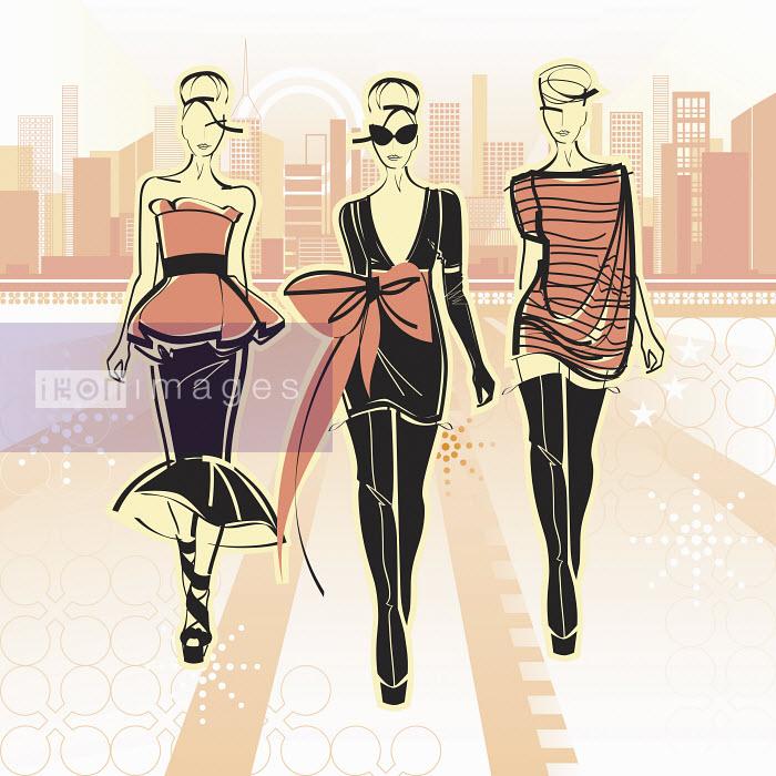 Three elegant fashion models side by side approaching camera in city - Three elegant fashion models side by side approaching camera in city - Yordanka Poleganova