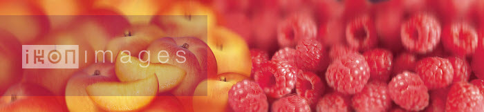 Close up of slices of fresh peaches and raspberries - Close up of slices of fresh peaches and raspberries - Barry Patterson