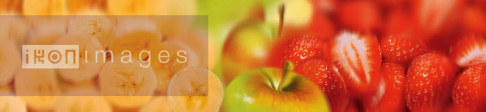 Close up of slices of fresh banana, strawberries and apple - Close up of slices of fresh banana, strawberries and apple - Barry Patterson