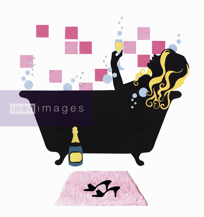 Woman relaxing in bath drinking champagne - Woman relaxing in bath drinking champagne - Vicky Scott