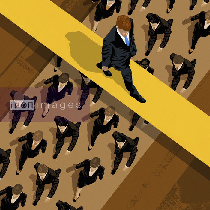 Single businessman walking on overpass above group of businesspeople - Single businessman walking on overpass above group of businesspeople - Taylor Callery