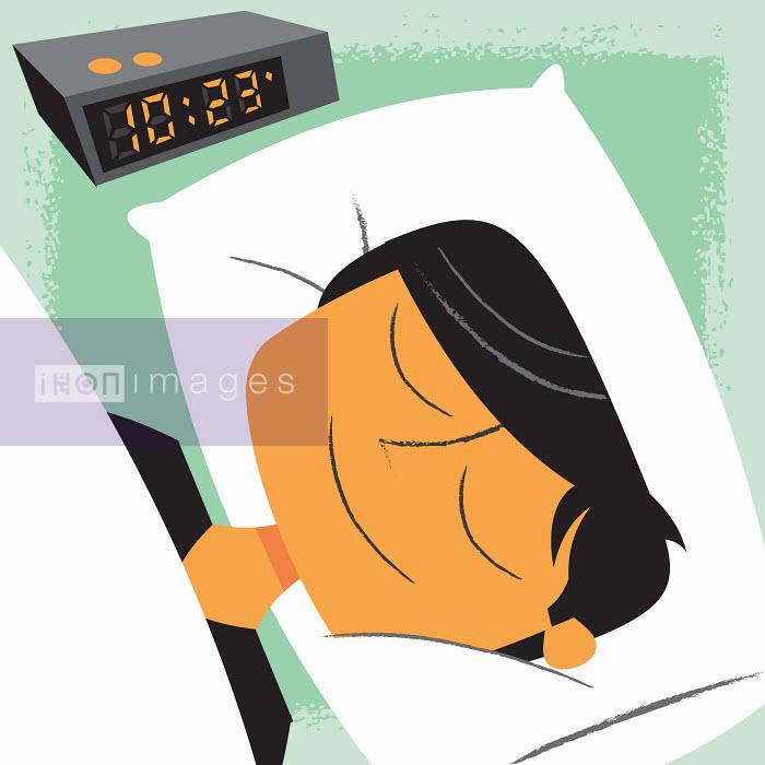 Smiling man sleeping next to alarm clock - Smiling man sleeping next to alarm clock - Ben Sanders