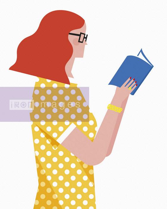Woman reading book - Verónica Grech