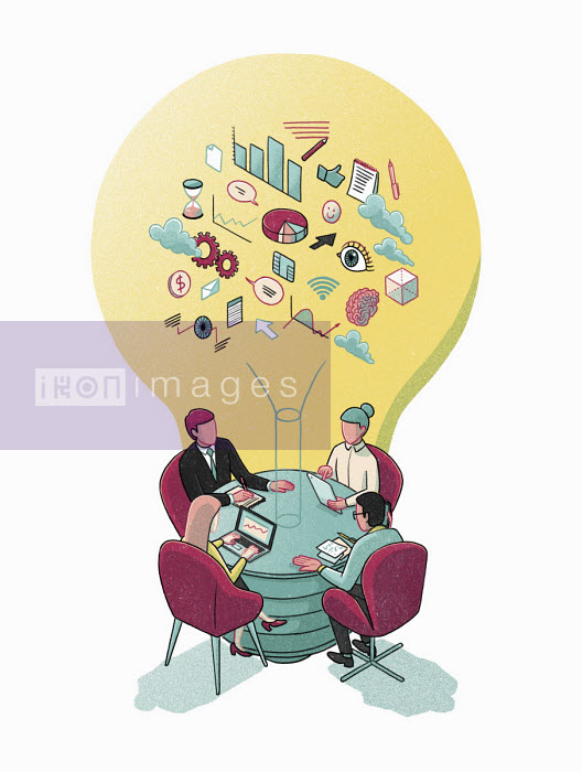 Business people meeting round light bulb table - Danae Diaz
